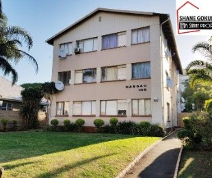 R 635,000 - 1 Bed Flat For Sale in Essenwood