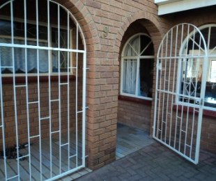 R 1,620,000 - 4 Bed House For Sale in Wilro Park