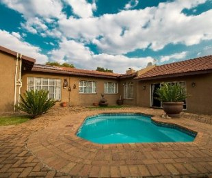 R 1,699,000 - 5 Bed House For Sale in Brackendowns