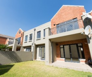 R 1,450,000 - 2 Bed House For Sale in Darrenwood