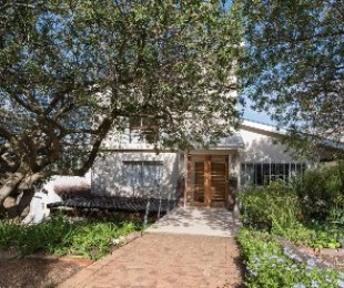 R 6,025,000 - 5 Bed House For Sale in Fairview Heights