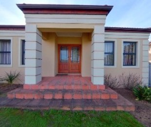R 3,153,000 - 3 Bed Home For Sale in Kleinbron