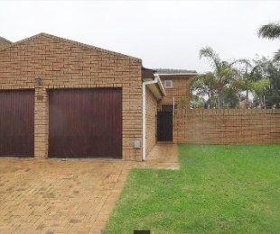 R 2,390,000 - 3 Bed Home For Sale in Uitzicht