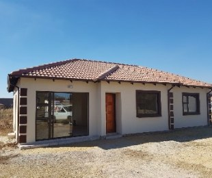 R 815,000 - 3 Bed Property For Sale in Protea Glen