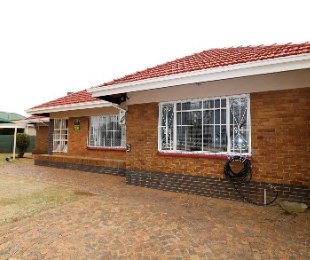 R 1,150,000 - 3 Bed House For Sale in Parkdene