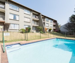 R 650,000 - 2 Bed Apartment For Sale in Ferndale