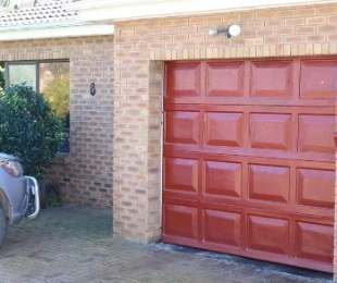 R 1,850,000 - 2 Bed House For Sale in The Crest
