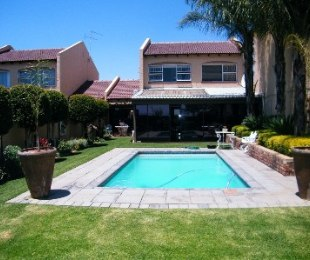 R 985,000 - 3 Bed Property For Sale in Dagbreek