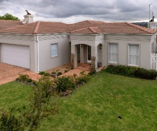 R 2,380,000 - 3 Bed Property For Sale in Sonstraal Heights