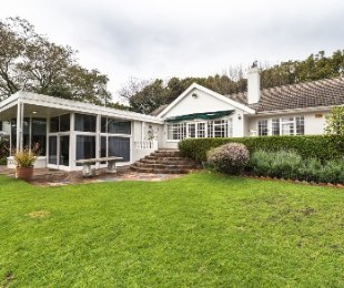 R 6,995,000 - 4 Bed Property For Sale in Constantia