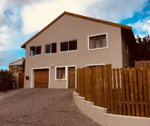 R 3,350,000 - 6 Bed House For Sale in Welcome Glen