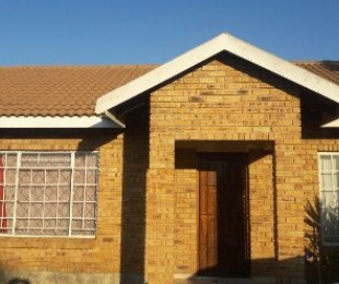R 495,000 - 2 Bed House For Sale in Rustenburg Central