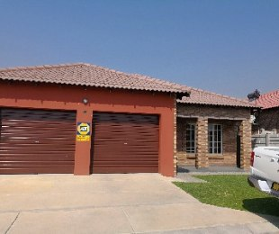 R 995,000 - 2 Bed Property For Sale in Waterfall