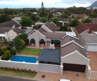 R 5,685,000 - 4 Bed Home For Sale in Bergvliet