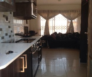 R 820,000 - 5 Bed House For Sale in Johannesburg South