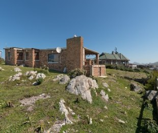R 4,000,000 - 3 Bed House For Sale in Betty's Bay