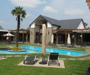 R 6,000 - 3 Bed Property To Rent in Olivedale