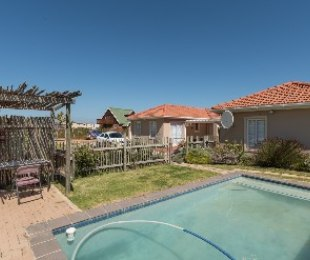 R 2,250,000 - 5 Bed Property For Sale in Betty's Bay