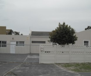 R 1,700,000 - 3 Bed House For Sale in Table View