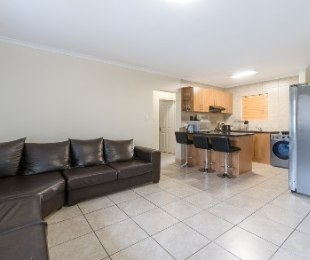 R 1,285,000 - 2 Bed Flat For Sale in Burgundy Estate