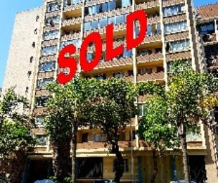 R 430,000 - 1 Bed Apartment For Sale in Durban Central