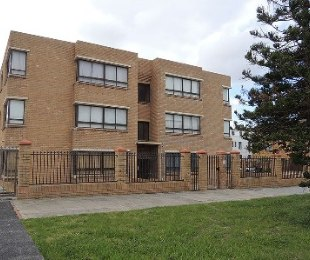 R 14,000 - 4 Bed Apartment To Let in Muizenberg