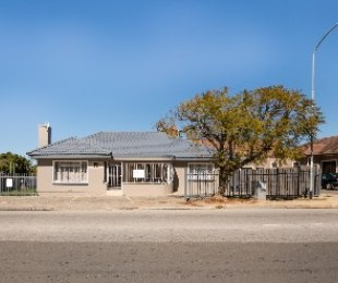 R 1,995,000 - 3 Bed Commercial Property For Sale in George Central