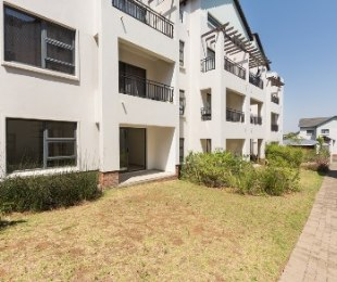 R 910,000 - 2 Bed Apartment For Sale in Fourways