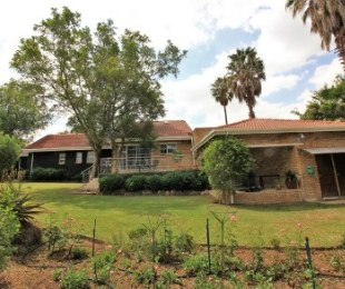 R 2,350,000 - 3 Bed House For Sale in Olivedale