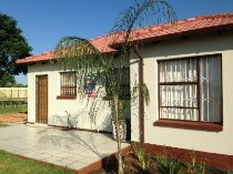 R 440,000 - 2 Bedroom, 1 Bathroom  House For Sale in Lenasia