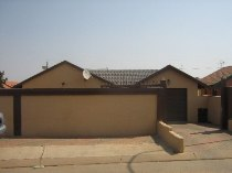 R 570,000 - 3 Bedroom, 2 Bathroom  House For Sale in Mabopane