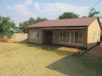 R 655,000 - 3 Bedroom, 1 Bathroom  House For Sale in Danville