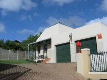 R 1,295,000 - 3 Bedroom, 2 Bathroom  House For Sale in The Crest