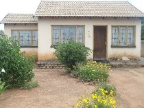 R 285,000 - 3 Bedroom, 1 Bathroom  House For Sale in Soshanguve