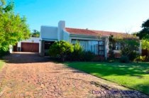 R 2,495,000 - 3 Bedroom, 2 Bathroom  House For Sale in Eversdal
