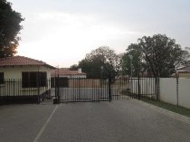 R 295,000 -  Property For Sale in Willow Park Manor