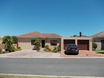R 1,495,000 - 3 Bedroom, 3 Bathroom  Property For Sale in Langeberg Ridge