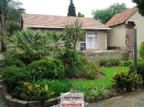 R 490,000 - 2 Bedroom, 1 Bathroom  Property For Sale in Moffat View