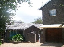 R 1,345,000 - 3 Bedroom, 2 Bathroom  House For Sale in Sundowner