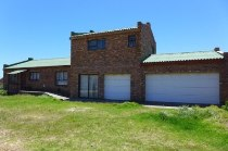 R 1,295,000 - 3 Bedroom, 2 Bathroom  Home For Sale in Pringle Bay