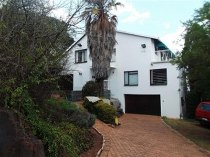 R 2,800,000 - 5 Bedroom, 2 Bathroom  House For Sale in Helderkruin