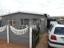R 590,000 - 3 Bedroom, 1 Bathroom  House For Sale in Riverlea