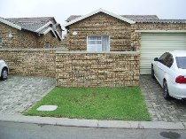 R 580,000 - 2 Bedroom, 1 Bathroom  Residential Property For Sale in Honeydew