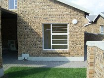 R 650,000 - 2 Bedroom, 1 Bathroom  Property For Sale in Honeydew