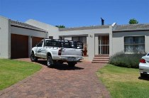 R 11,000 - 3 Bedroom, 2 Bathroom  House To Rent in Durbanville