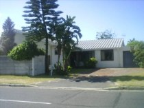R 1,399,000 - 3 Bedroom, 2 Bathroom  Home For Sale in Bothasig