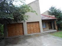 R 695,000 - 3 Bedroom, 1 Bathroom  House For Sale in Bergsig