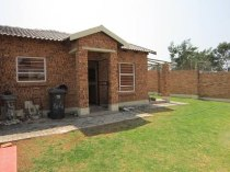 R 7,500 - 3 Bedroom, 2 Bathroom  Property To Rent in Honeydew, Roodepoort