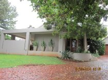 R 2,600,000 - 4 Bedroom, 3 Bathroom  Home For Sale in Northcliff