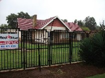 R 600,000 - 3 Bedroom, 1 Bathroom  Property For Sale in Brenthurst, Brakpan